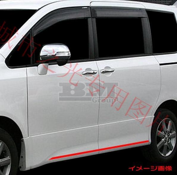Хромированные молдинги на низ дверей Toyota Voxy ZR70 (2008+)