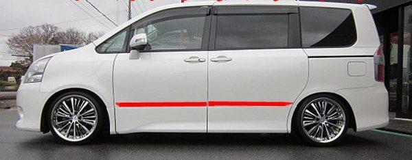 Хромированные молдинги на двери Toyota Noah (2008+)