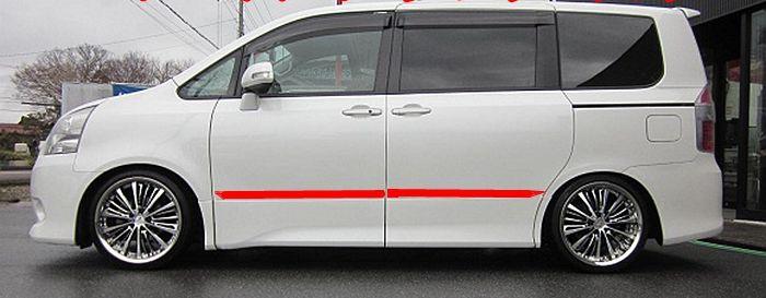 Хромированные молдинги на двери Toyota Voxy (2008+)
