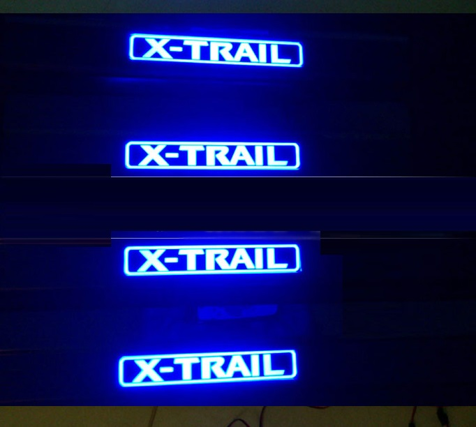 Светящиеся накладки на пороги Nissan X-Trail (2007-2013)