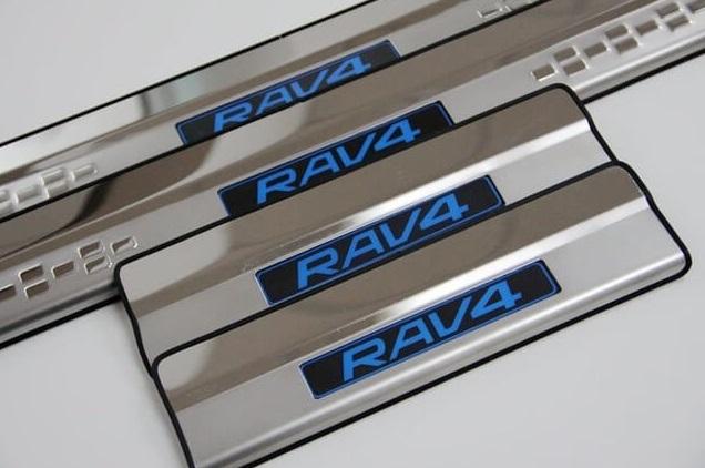 Светящиеся накладки на пороги Toyota Rav-4 (2013-2017)